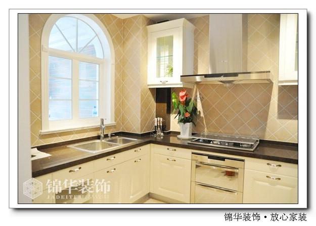 欧式的窗户使得厨房更有韵味
