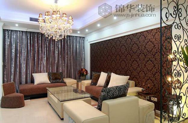 浅灰色的窗帘作为客厅的背景色